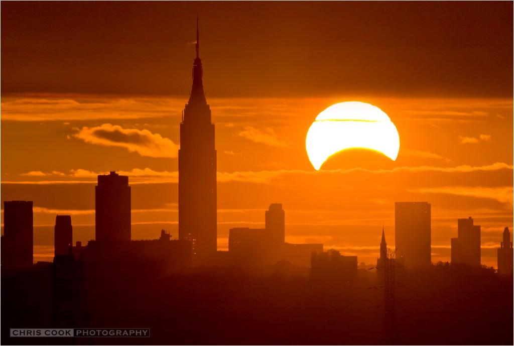 Слънчево затъмнение - Крис Кук, Ню Йорк