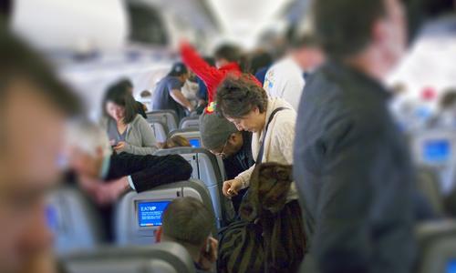 Внимавайте, когато напускате самолета