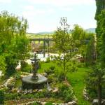 гледка през прозореца на замъкът в Равадиново