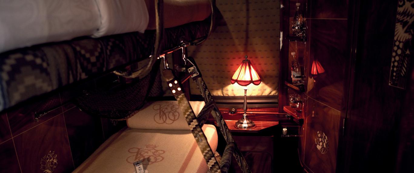 sleeping_cabin_luxury_train