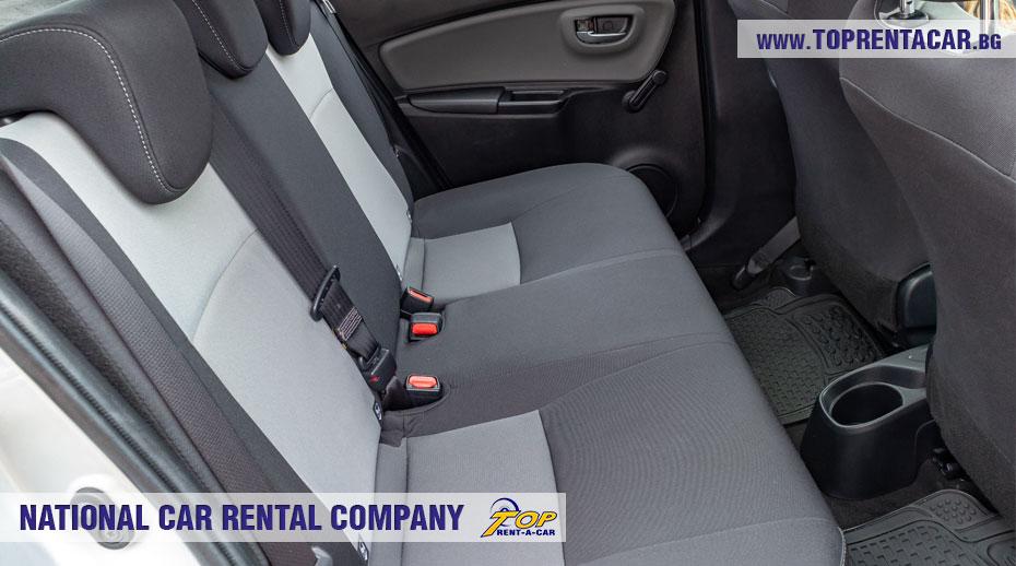 Toyota Yaris Hybrid  - задна седалка
