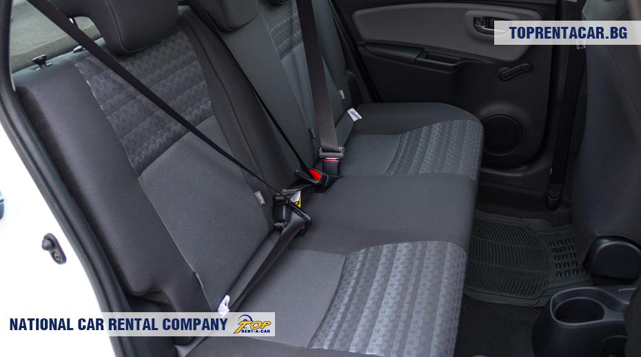 Toyota Yaris - изглед на задните седалки
