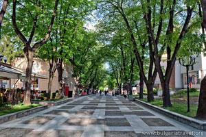 Централна алея във Велинград
